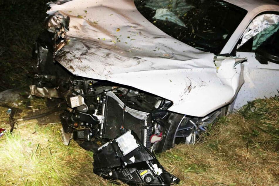 Der Audi R8 wurde bei dem Unfall völlig demoliert.