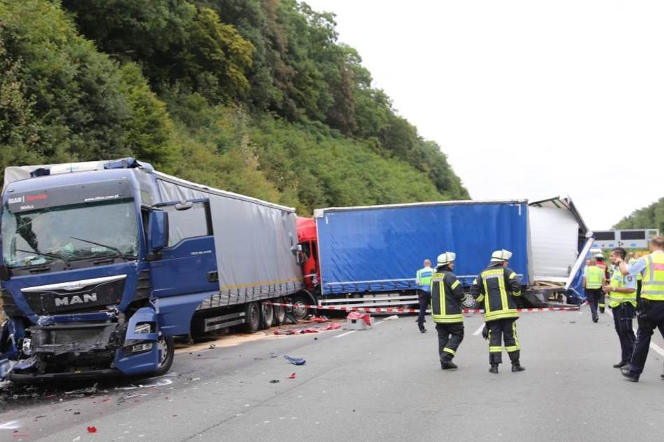 Der Fahrer wurde lebensgefährlich verletzt, ein anderer Trucker kam ums Leben.