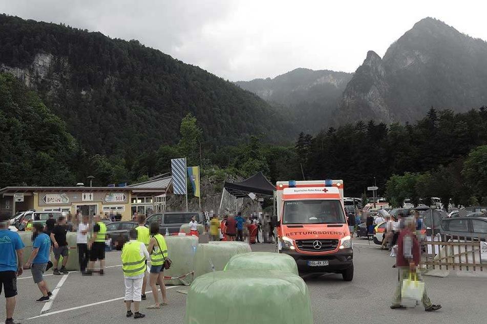 Die Rettungskräfte waren mit einem Großaufgebot im Einsatz, um die Verletzten zu versorgen.