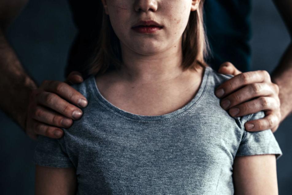 Vater fühlt sich einsam, dann vergewaltigt er seine Tochter (10)