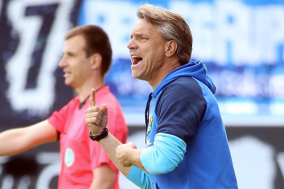 CFC-Coach Horst Steffen konzentriert sich voll aufs Haching-Spiel.