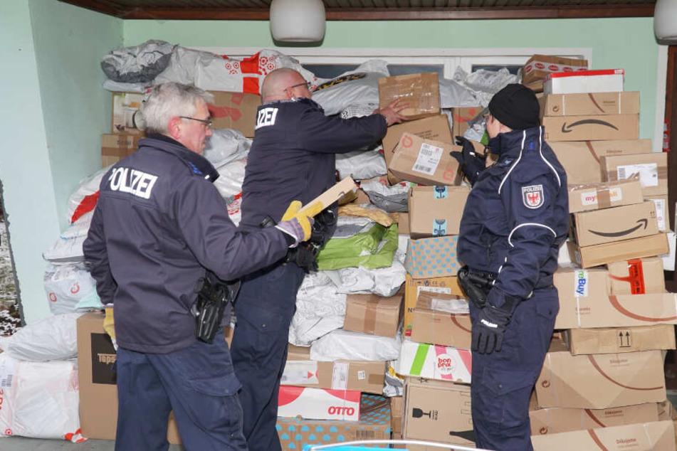 Der 35-jährige verdächtigte Paketfahrer räumte gegenüber der Polizei die Unterschlagung der aufgefundenen sowie weiteren Pakete ein. (Archivbild)