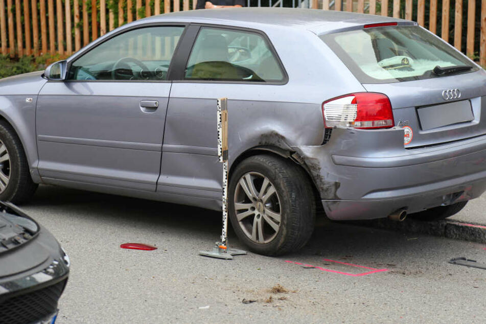 Der Seat war mit dem geparkten Audi zusammengestoßen.