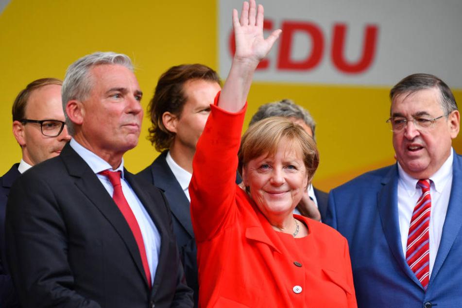 Hatte nach kurzer Zeit schon wieder gut Lachen: Angela Merkel (63, CDU).