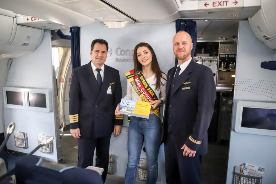 """Auf dem Flug nach Fuerteventura wurde die junge Frau von den Passagieren zur neuen """"Miss Condor"""" gewählt."""