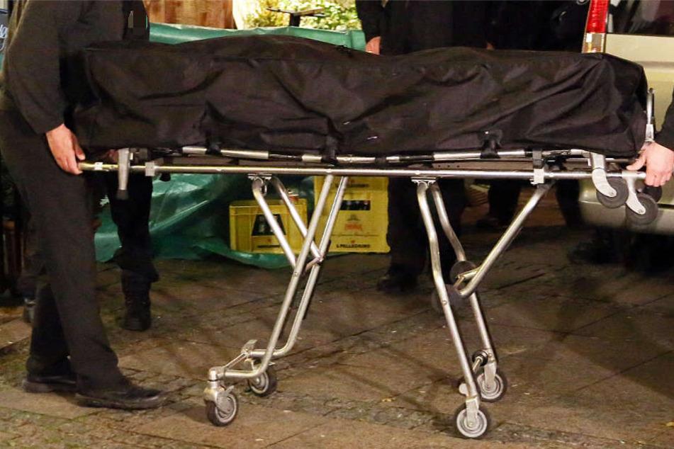 Mann mit Eisenstange tot geprügelt