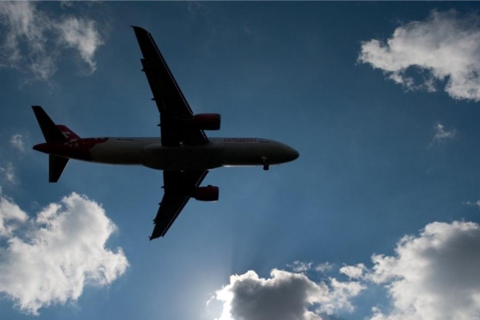 Ein Flugzeug mit 39 Menschen an Bord ist einem Medienbericht zufolge in Russland abgestürzt.
