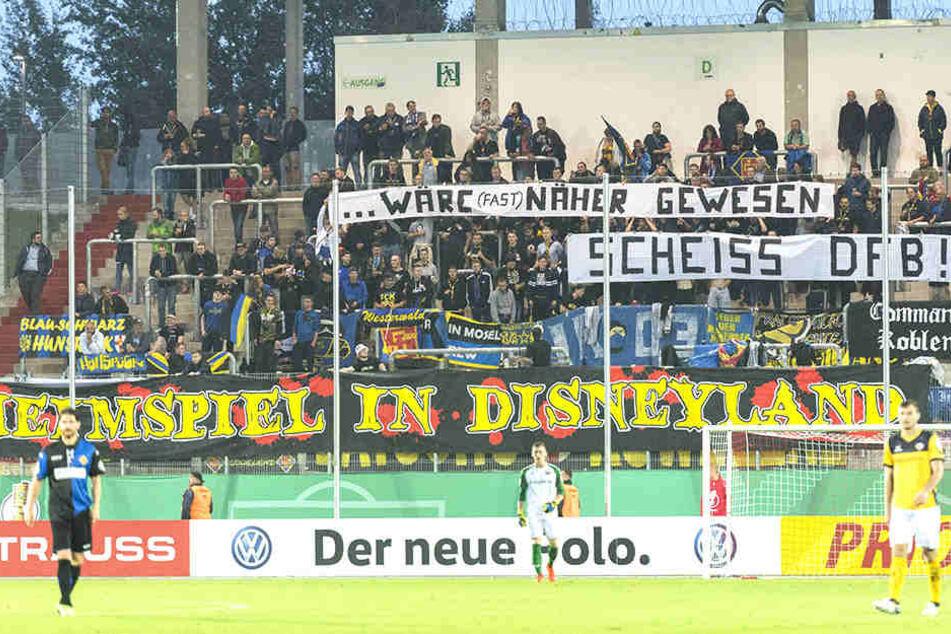 Dynamo musste im Vorjahr in der 1. Hauptrunde vom DFB-Pokal nach Zwickau reisen. Diesmal treten die Dresdner um Florian Ballas (rechts) in Lotte an.