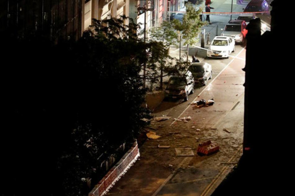 Den Angaben zufolge ereignete sich der Vorfall an einer Straße im Manhattaner Bezirk Chelsea.