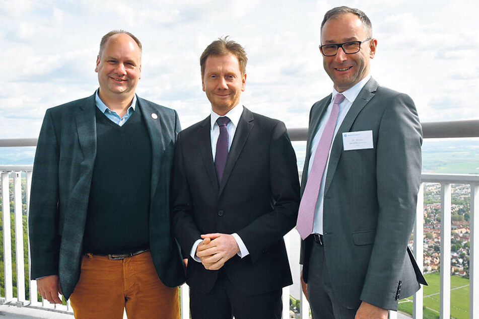 OB Dirk Hilbert (47, FDP, v.l.), Ministerpräsident Michael Kretschmer (44, CDU) und Funkturm-Chef Bruno Jacobfeuerborn.