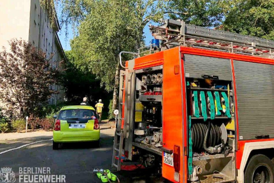 Die Feuerwehr bei dem Einsatz in der Bruchwitzstraße.