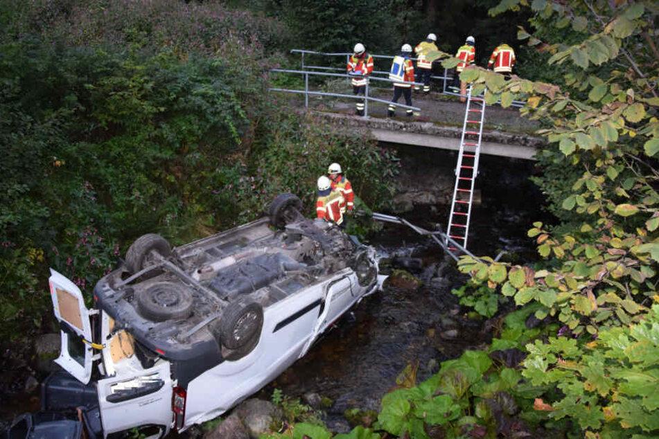 Rettungskräfte an der Unfallstelle.