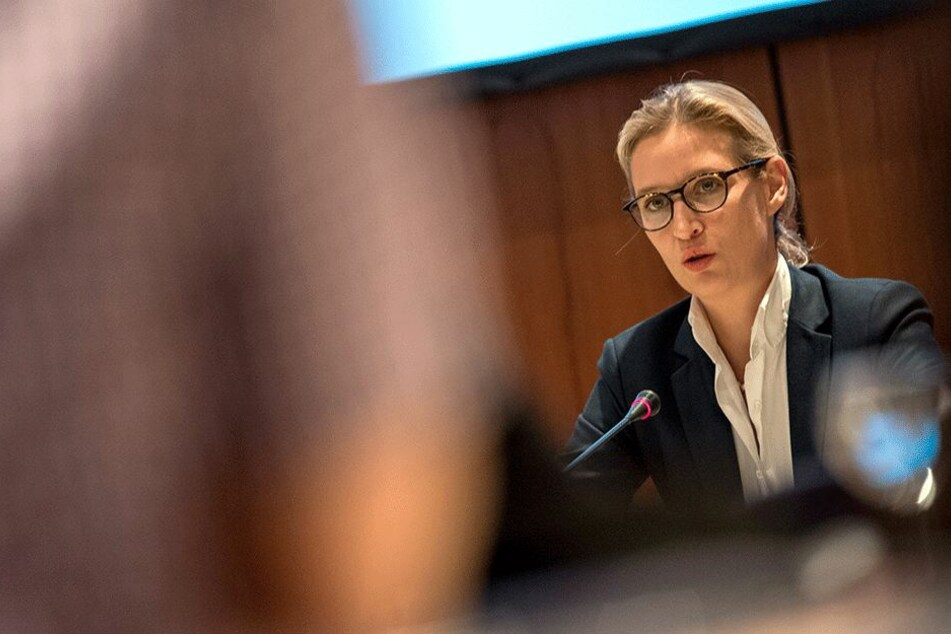 """Die Fragen waren ihr zu """"unqualifiziert"""". Alice Weidel (38, AFD) hielt das Interview keine vier Minuten durch."""