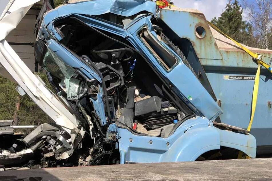 Massen-Crash: Fünf Lkws krachen auf A6 ineinander
