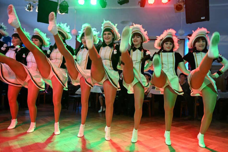 Eine Tanzgarde sorgte für Unterhaltung bei der Inthronisierung.
