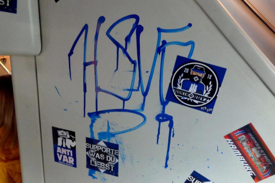 Hooligans rasten im Zug aus: HSV-Fan (25) schwer verletzt