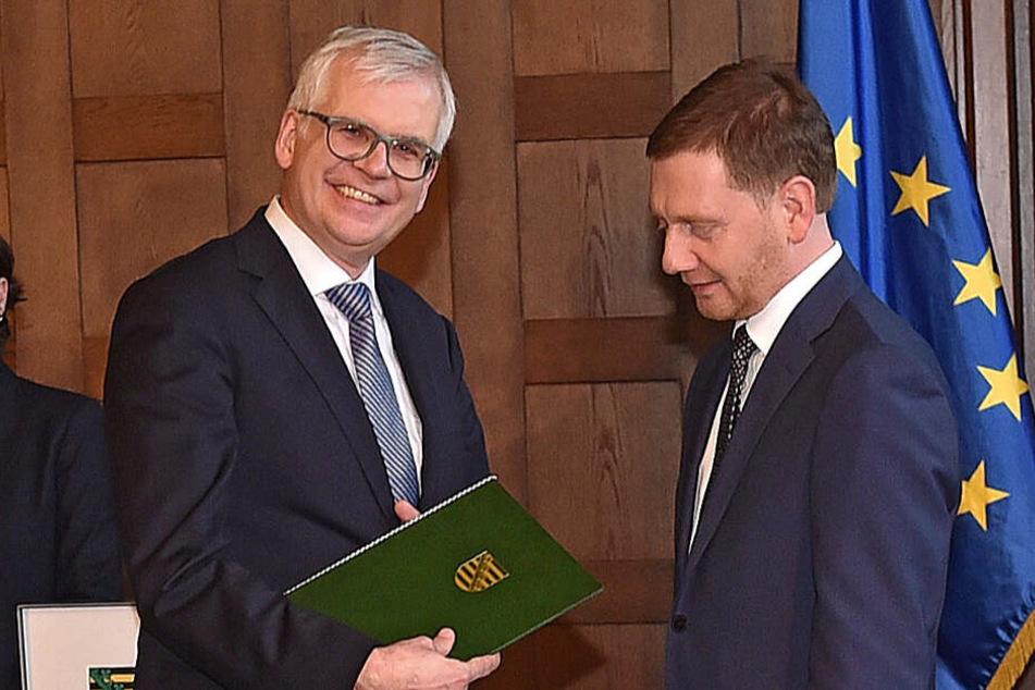 Ministerpräsident Michael Kretschmer (44, CDU, r.) machte Hartmut Vorjohann (56, CDU) zum neuen Finanzminister.