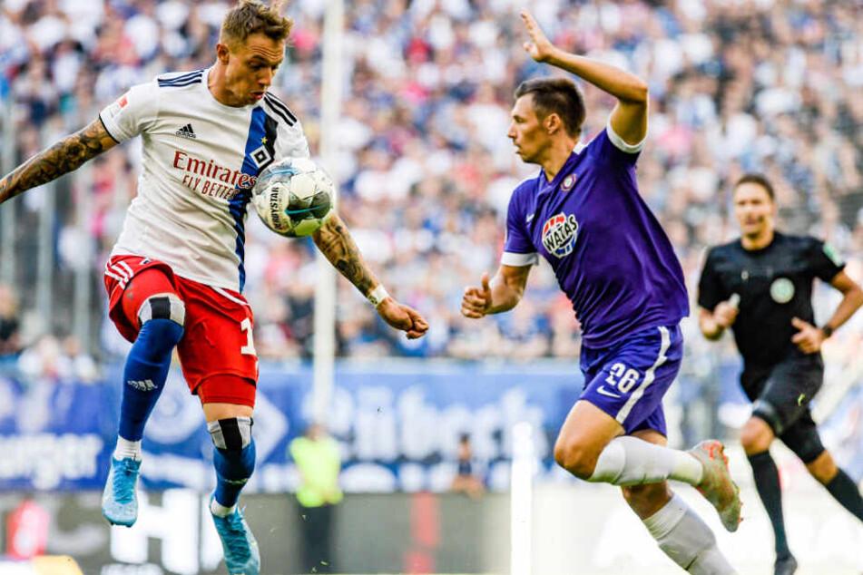 Sonny Kittel (links) steht regelmäßig von Anfang an für den HSV auf dem Platz.