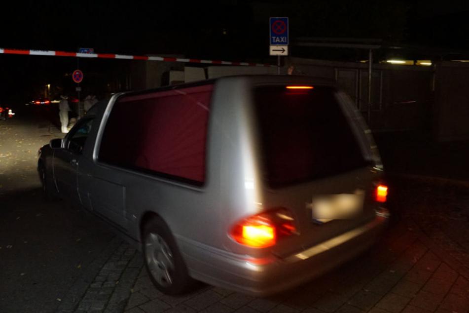 Ein Leichenwagen am Donnerstag in der Eislinger Tiefgarage.