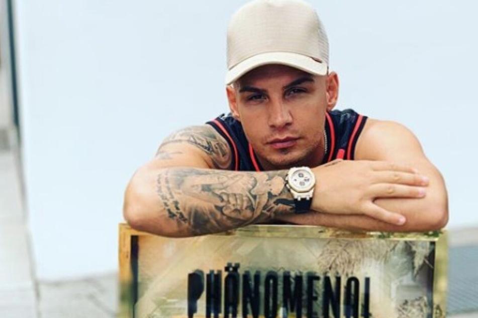 """Sänger Pietro Lombardi (27) hat mit """"Phänomenal"""" einen großen Hit gelandet. Doch der Sänger hat auch einige Tiefen überstanden."""