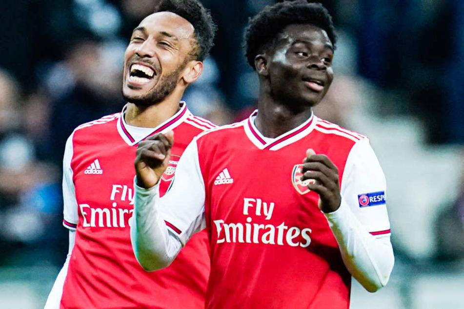 Bukayo Saka (r.) soll das Interesse des FC Bayern München geweckt haben.