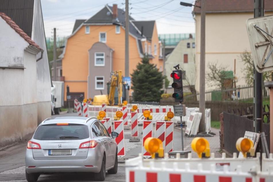 Die Vorbereitungen sind getroffen: Ab Dienstag ist die Leipziger Straße in  Crimmitschau für fünf Tage dicht.