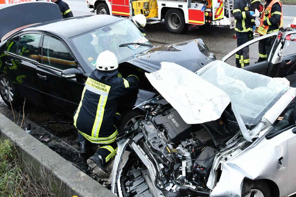 An beiden Autos entstand großer Schaden.