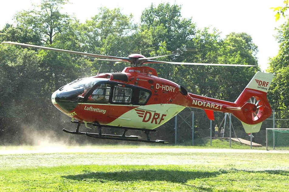 Ein Helikopter brachte den Notarzt zur Unfallstelle.