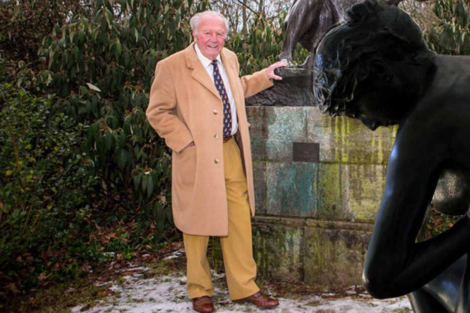 """Johannes Gebbing Junior (88) will sich Max Klingers """"Die Badende"""" (rechts im Bild) vom Zoo zurückholen. Auch um """"Die Quellnymphe"""" von Ferdinand Barth kämpft er."""
