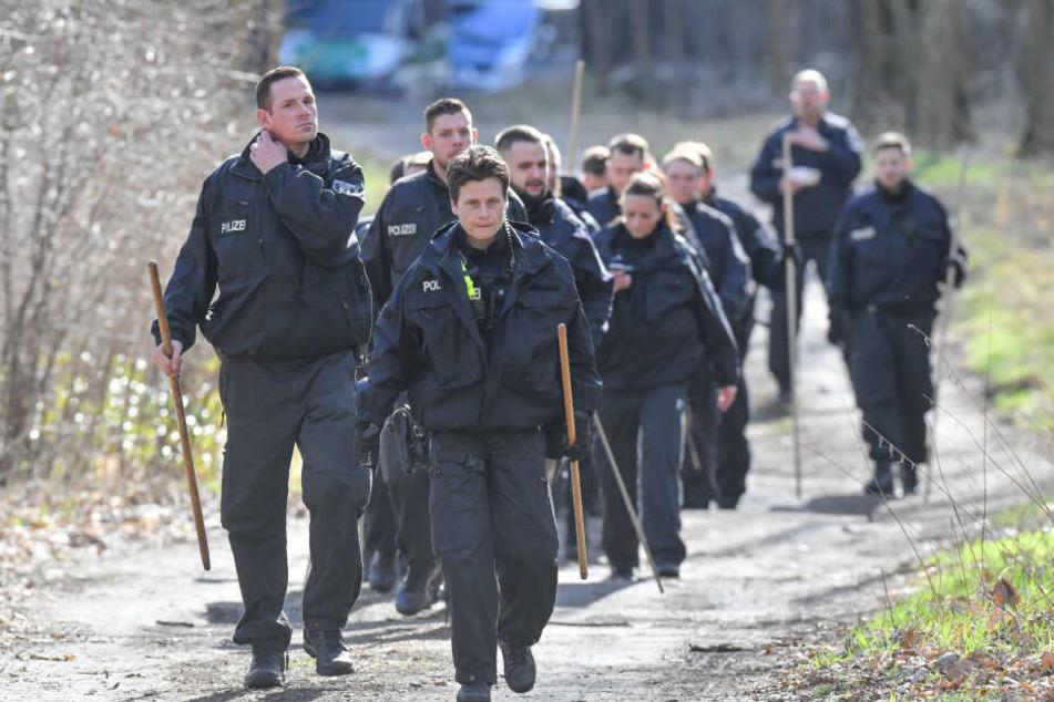 Die Polizei war ab 11 Uhr in einem Brandenburger Waldstück auf der Suche nach Rebecca.