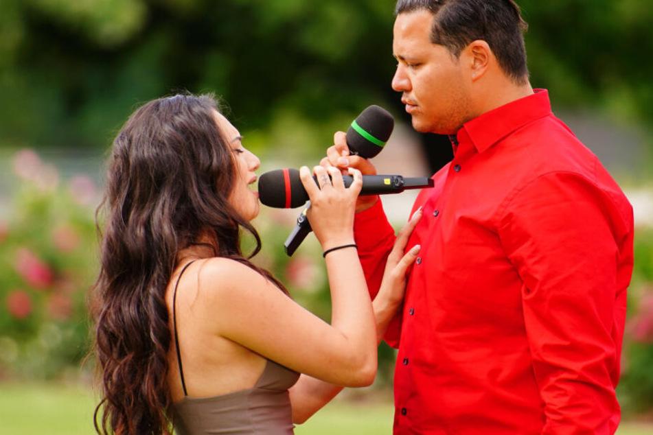 """Chiara und Marcio sangen zusammen """"Say Something"""" von Christina Aguilera."""
