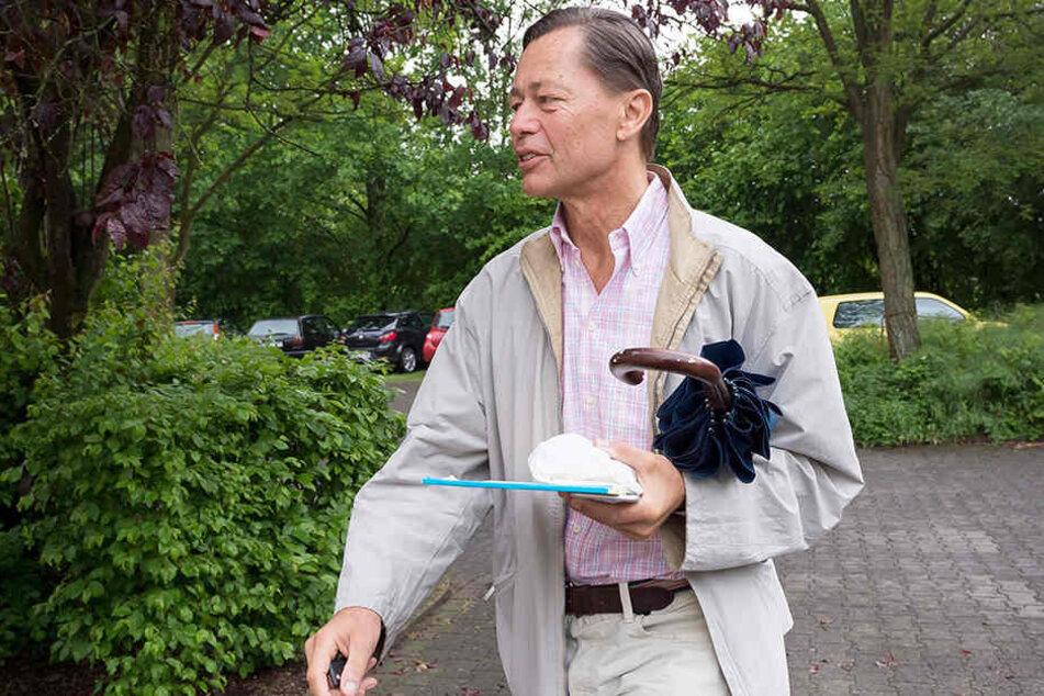 Freigänger Middelhoff geht seinem Haftantritt in Bethel zur Arbeit.