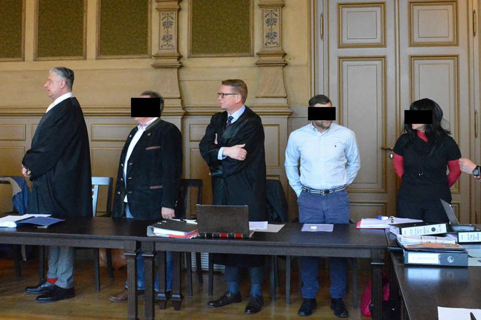 Familientreffen mal anders: Die Angeklagten mussten am Mittwoch vors  Zwickauer Landgericht.