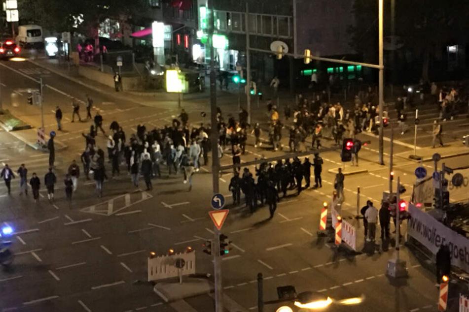 Entlang der Theo und des Rotebühlplatzes waren am Abend (12.10) nochmals Demonstranten unterwegs.