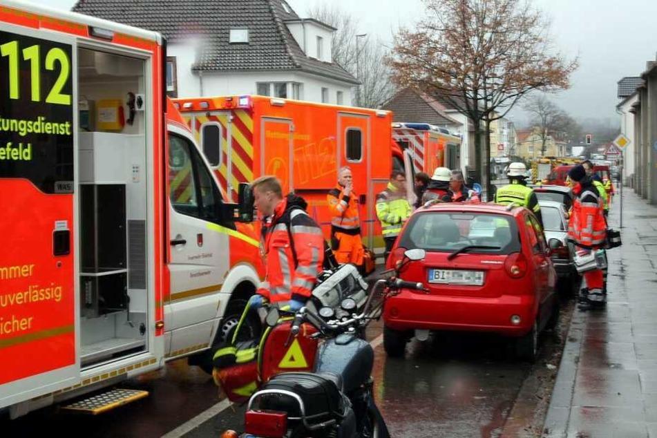 Zahlreiche Rettungskräfte waren nach dem schweren Vorfall vor Ort.