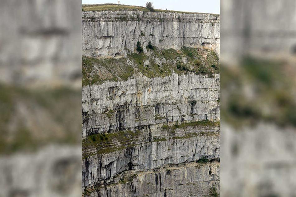 Die Felswände sind 160 Meter tief.