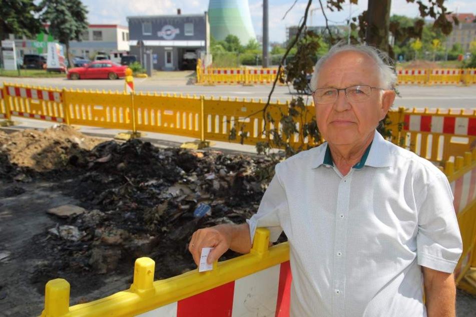 Manfred Bräuer (82) am Blindgänger-Fundort an der Löbtauer Straße. Wenige Meter davon entfernt wurde der Dresdner 73 Jahre zuvor ausgebombt.