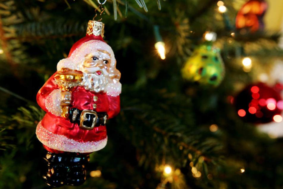 Die Weihnachtsmärkte sind bunt geschmückt.