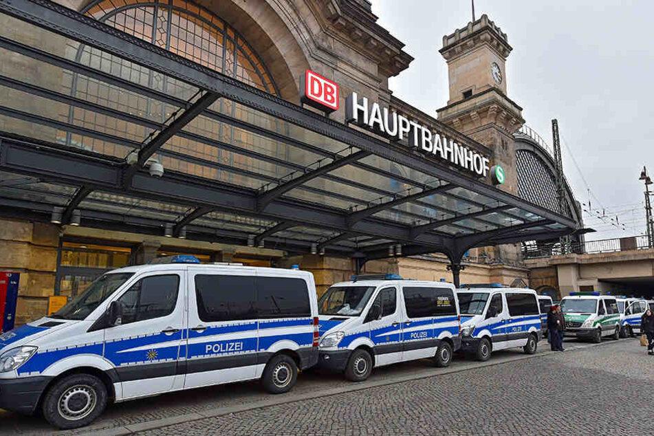 Die Polizei konnte die beiden Gruppen voneinander trennen. (Archivbild).