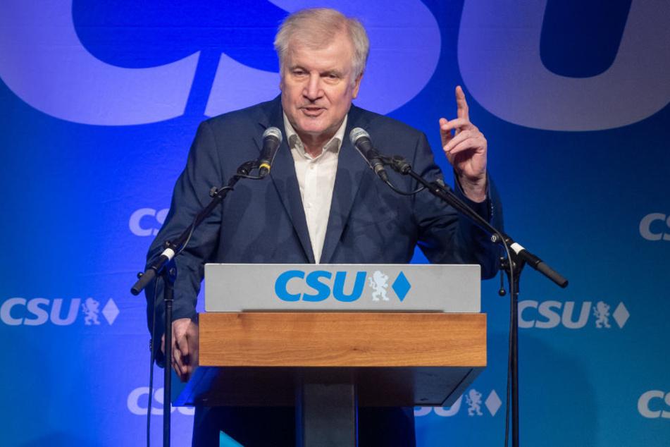 Horst Seehofer (69, CSU) fand bei einer Bierzelt-Rede in Bayern klare Worte.