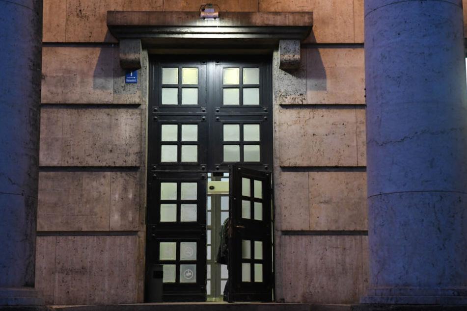 Das Haus der Kunst muss wegen Geldproblemen sparen und strukturiert die Belegschaft um.