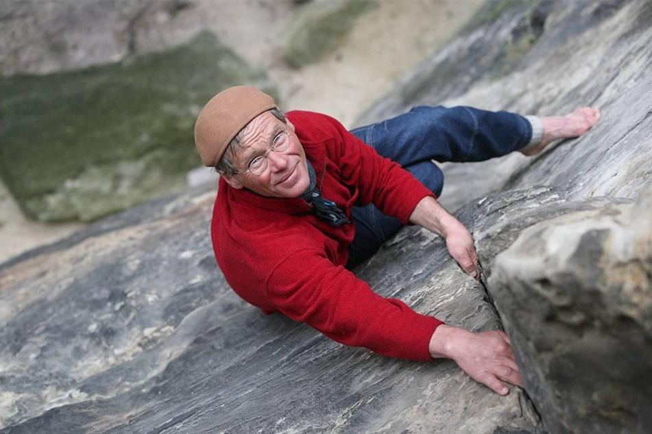 Bernd Arnold mit 60 - der  Kletterer ist dafür bekannt, das er oft barfuß die Gipfel erklimmt.