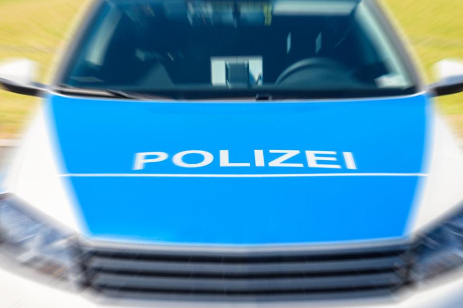 Am Dienstagabend soll eine unbekannte Frau in Friedrichshain von zwei Jugendlichen fremdenfeindlich beleidigt worden sein. (Symbolbild)