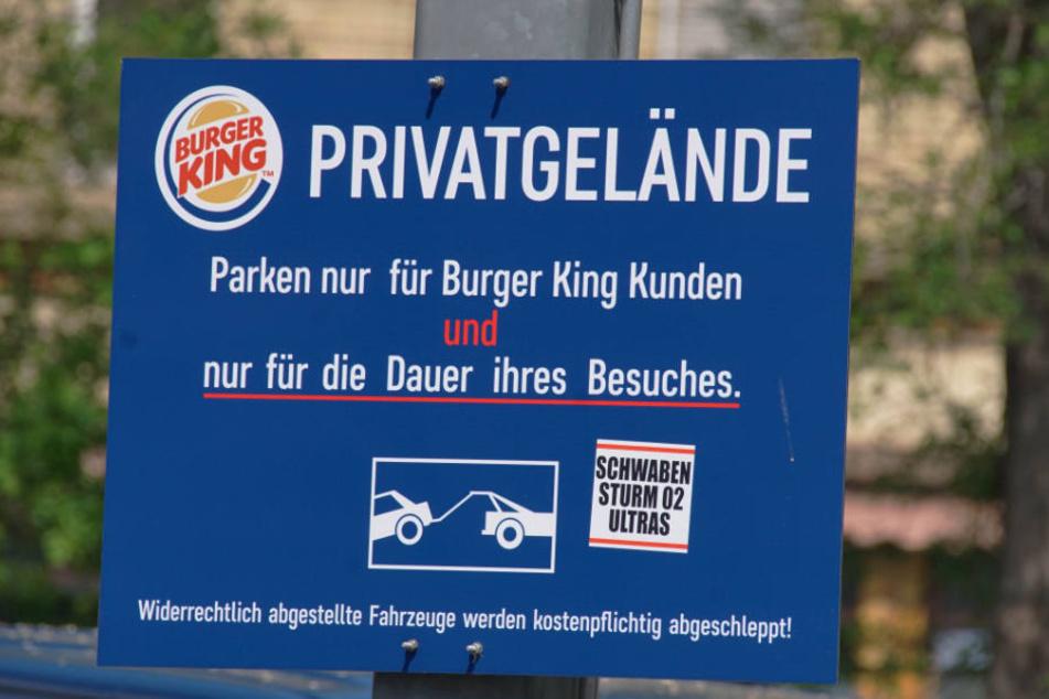 Klare Ansage: Parken darf nur, wer das Fast-Food-Restaurant besucht.