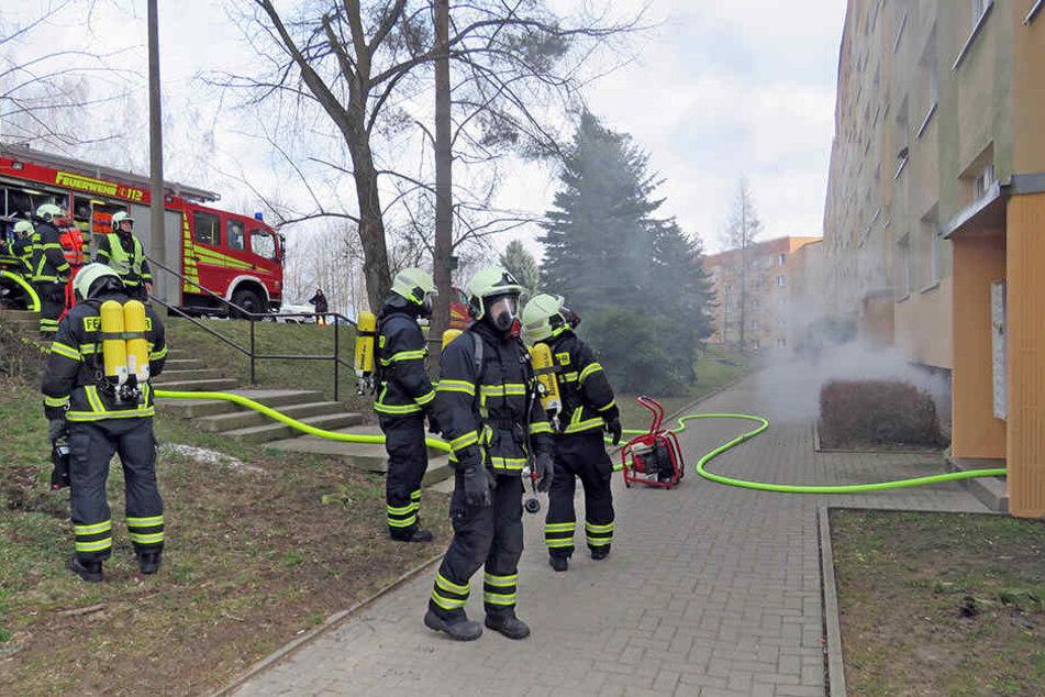 Das Feuer war am 01. März in einem der Mehrfamilienhäuser ausgebrochen.