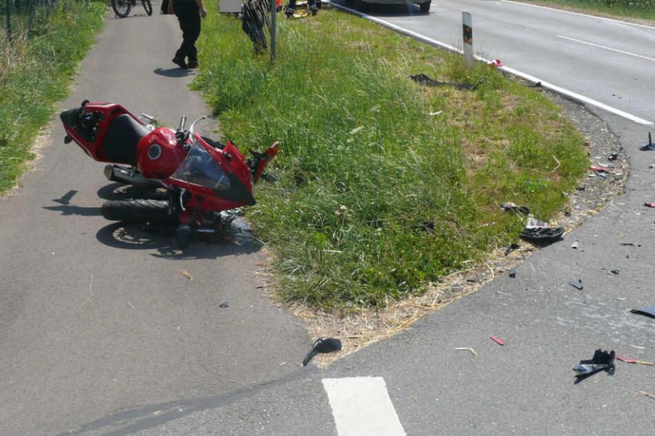 Den Helm des 22-Jährigen fand die Polizei gut 60 Meter weit entfernt.