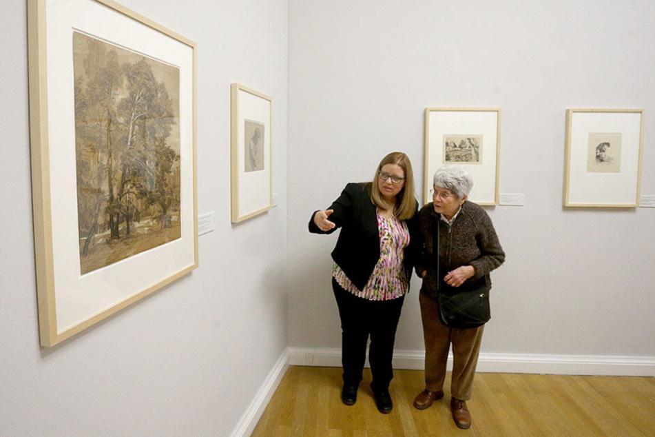 Carol Heumann-Snider (l.) und Ulrike Hanley (Tochter und Schwester Thomas Heumanns) in den Kunstsammlungen.