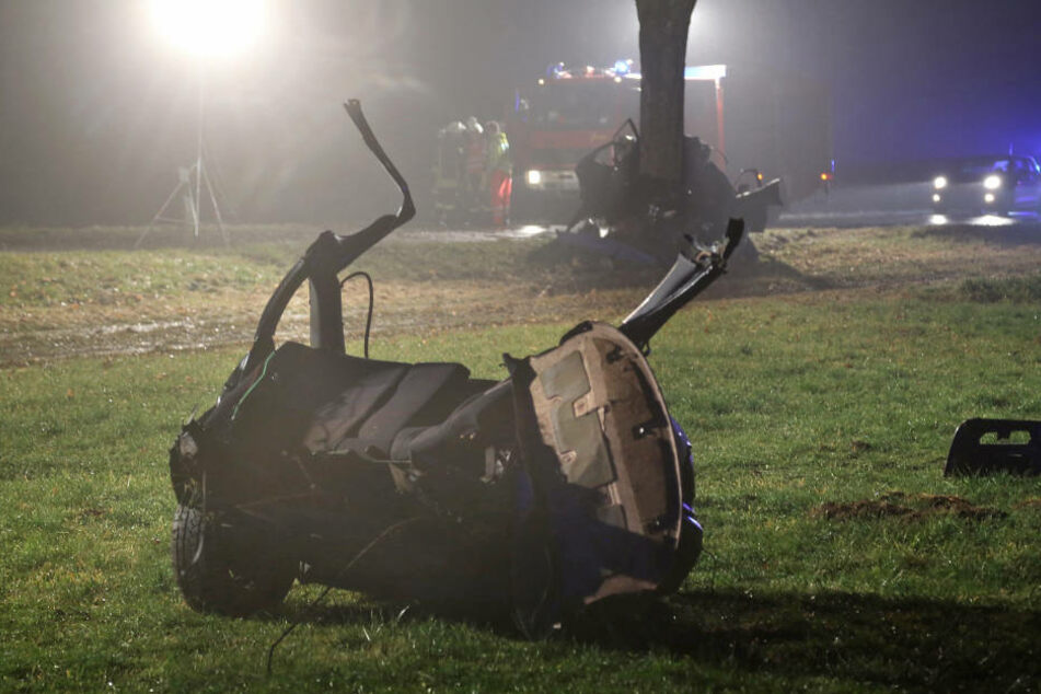 Bei einem schweren Verkehrsunfall starben in Bayern vier Teenager.