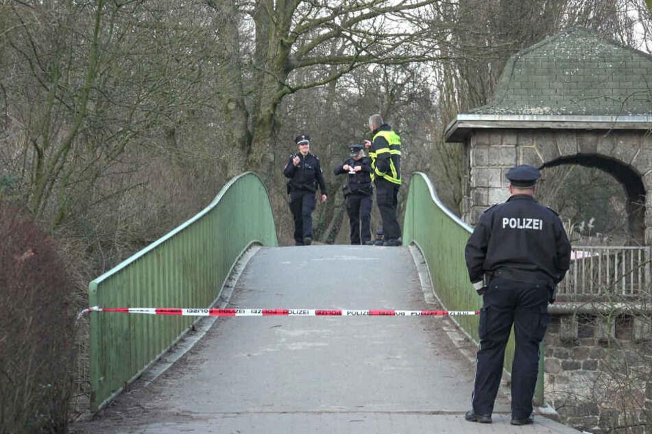 Die Polizei sperrte das Gebiet um die Brücke herum weiträumig ab.