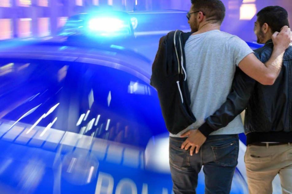 Weil sich zwei Männer in Berlin küssten, wurden beleidigt und angegriffen. (Symbolbild)